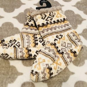 Cuddl duds Sherpa lined sock booties yellow/cream